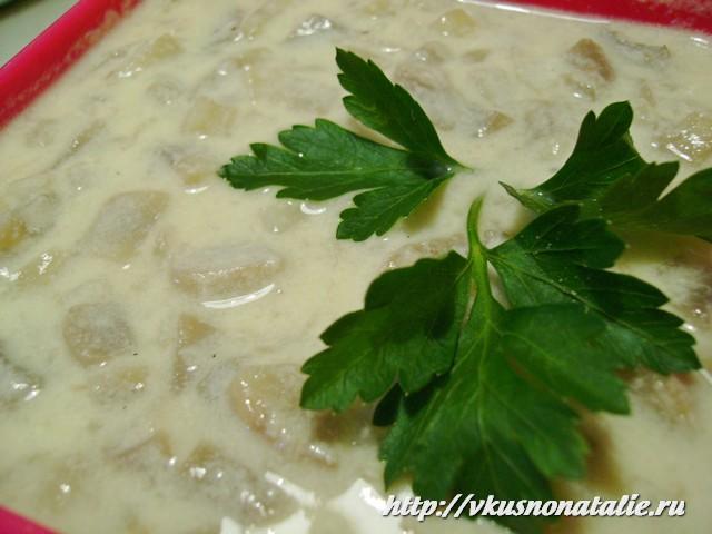 Грибной соус со сметаной почти готов