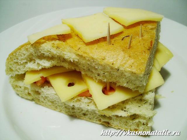 не очень низкокалорийные бутерброды с помидорами и сыром
