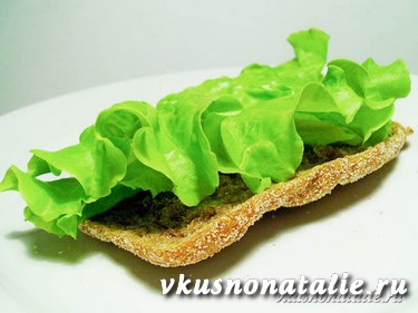 бутерброды с курицей с листом салата