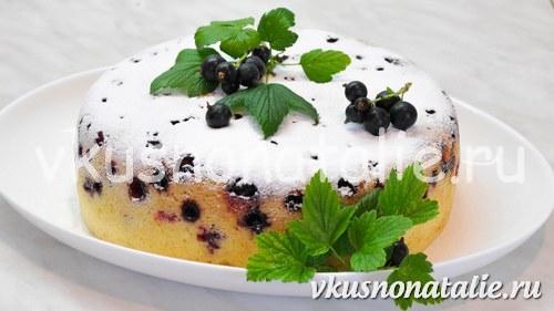 пирог с черной смородиной в мультиварке