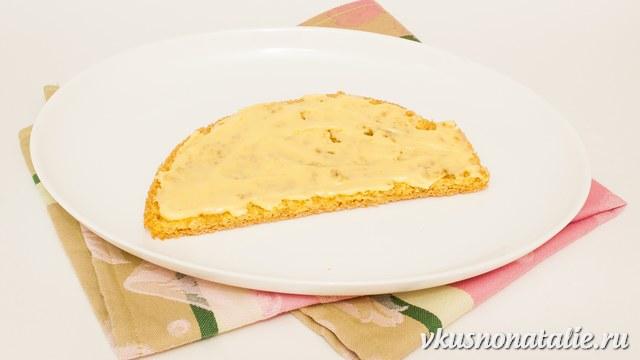 добавляем в бисквит заварной крем