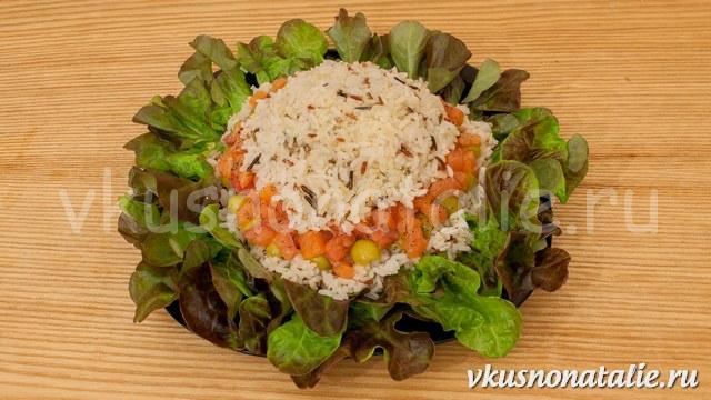 салат с малосольной семгой и рисом