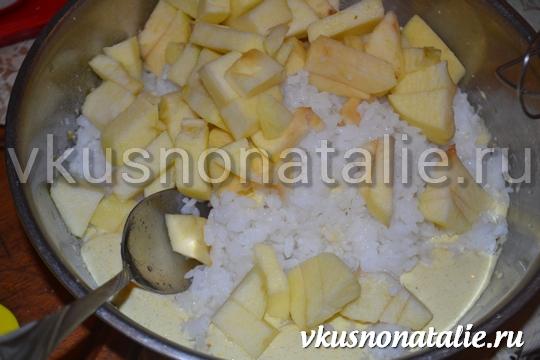 рисовая бабка с яблоками