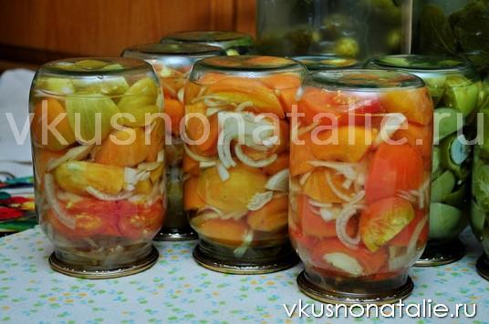 резаные помидоры с луком на зиму