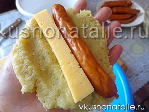 картофельные палочки с сыром и колбасой