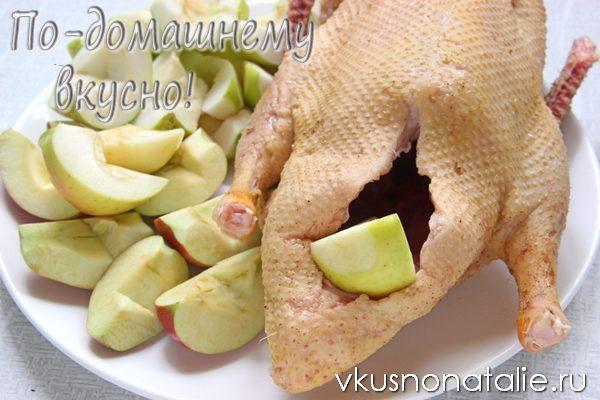 утка тушеная с яблоками